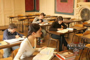 Students learning at Institut Monte Rosa